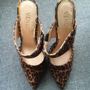 Venus animal print heels sz 6 NEVER WORN